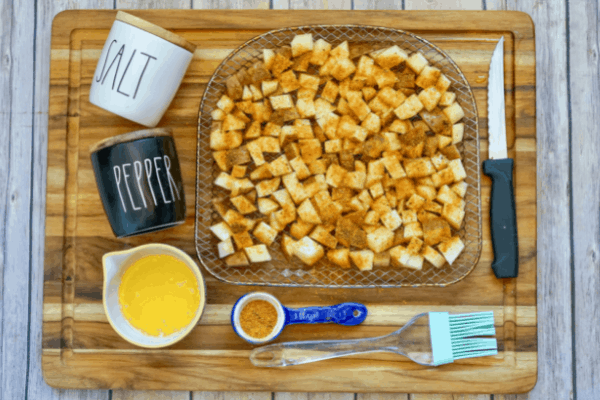 Cajun seasoning for potatoes and ingredients on table